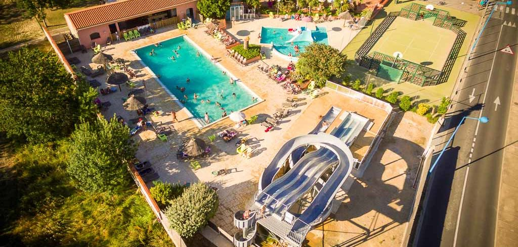 location camping avec piscine et toboggan Mediterranée